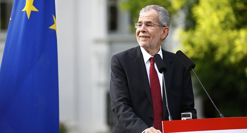 Left-wing independent candidate Alexander Van der Bellen smiles as he addresses the media after winning Austrian presidential election in Vienna, Austria, May 23, 2016