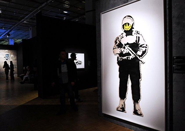A Mosca si tiene una grande mostra dell'artista di strada Banksy.