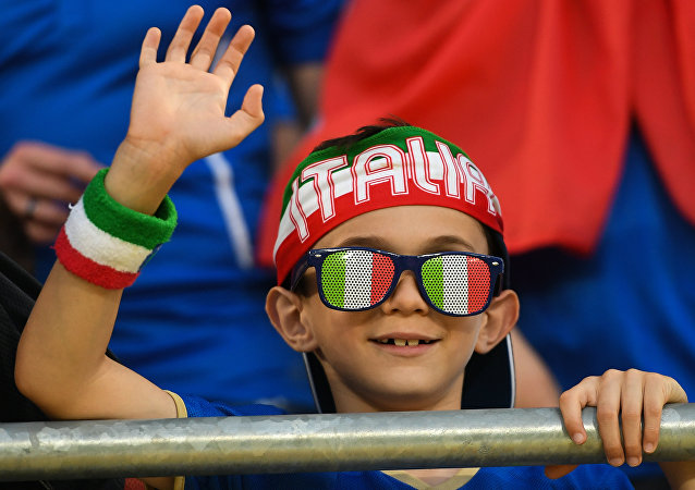 Un piccolo tifoso italiano