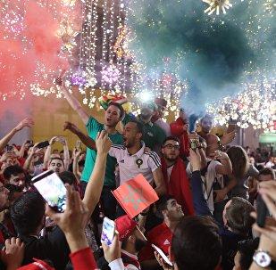 I tifosi della nazionale russa festeggiano la vittoria della Russia contro l'Egitto a Mosca.
