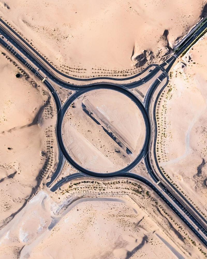 Buone queste strade! Il deserto se le mangia