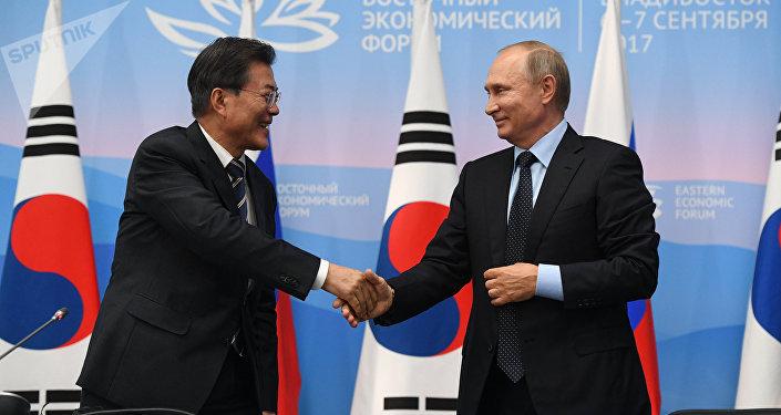 Vladimir Putin e Moon Jae-in