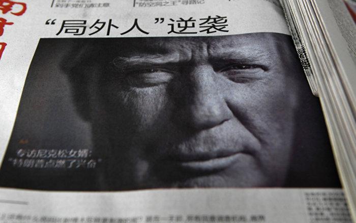 Giornale cinese con il volto di Trump in prima pagina