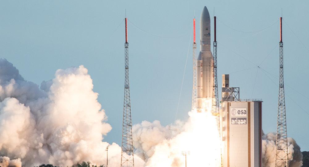 Un razzo Ariane 5 parte dal French Guiana Space Center