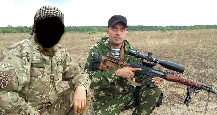 Le esercitazioni dell'unità militare 3066. Sergey Sanovsky a destra.