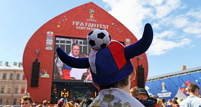 Atmosfera di festa alla Fan Zone di San Pietroburgo