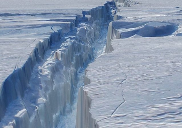 The crack in Antarctica's Pine Island Glacier