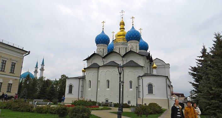 Una delle chiese con le cupole a cipolla fotografata da Giorgio Mutinati