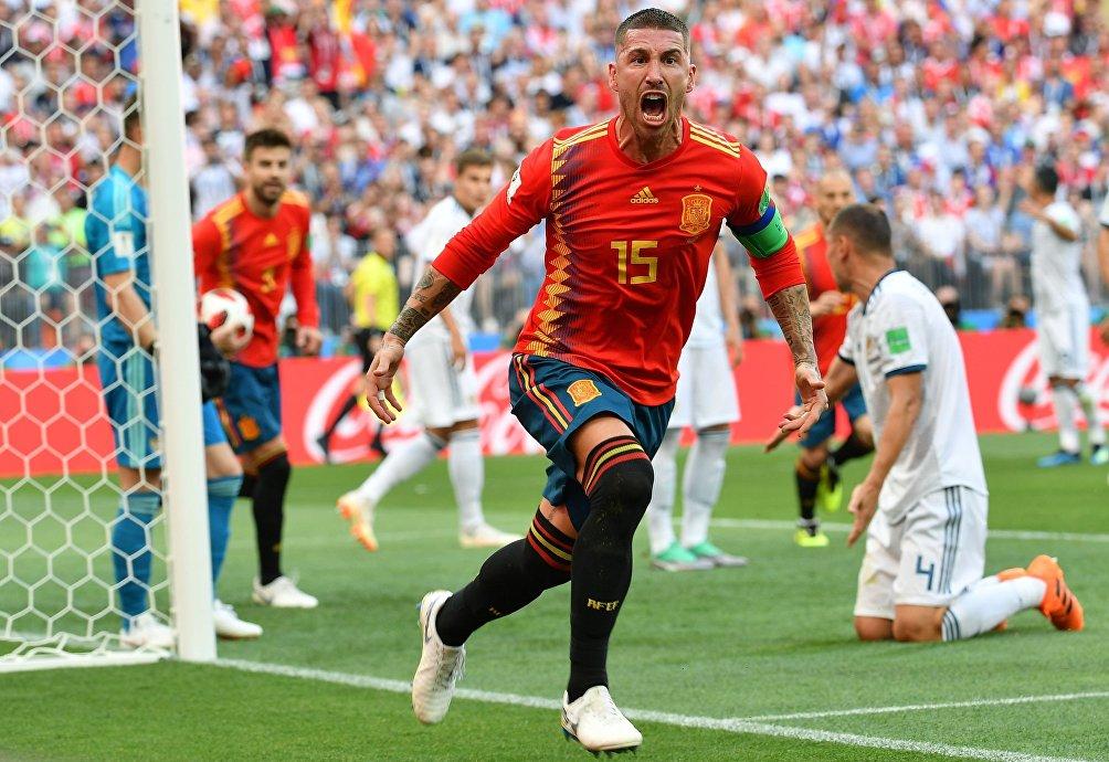 Sergio Ramos esulta dopo il gol del vantaggio spagnolo