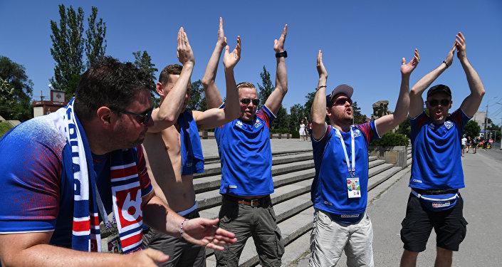 Tifosi dell'Islanda in festa per le vie di Volgograd