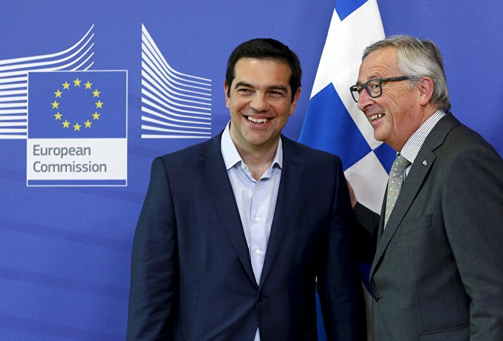 Il primo ministro greco Alexis Tsipras con il presidente della Commissione Europea Jean-Claude Juncker