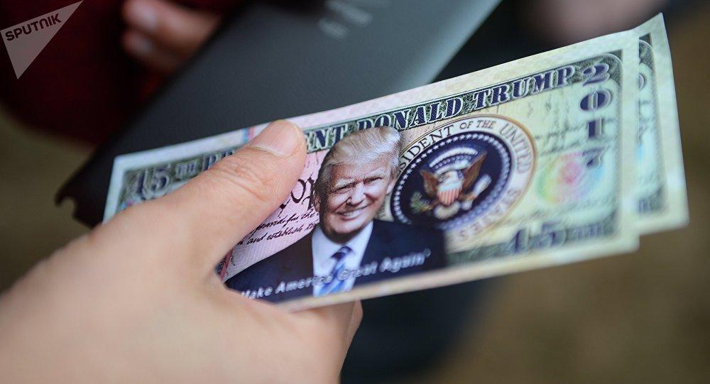 Dollari con l'immagine di Donald Trump