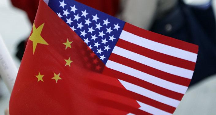 Bandiera cinese e americana