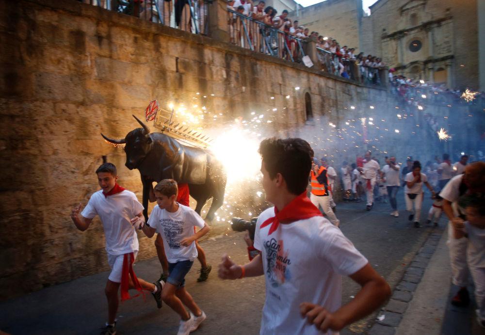 Partecipanti della festa di san Firmino, Pamplona, Spagna.