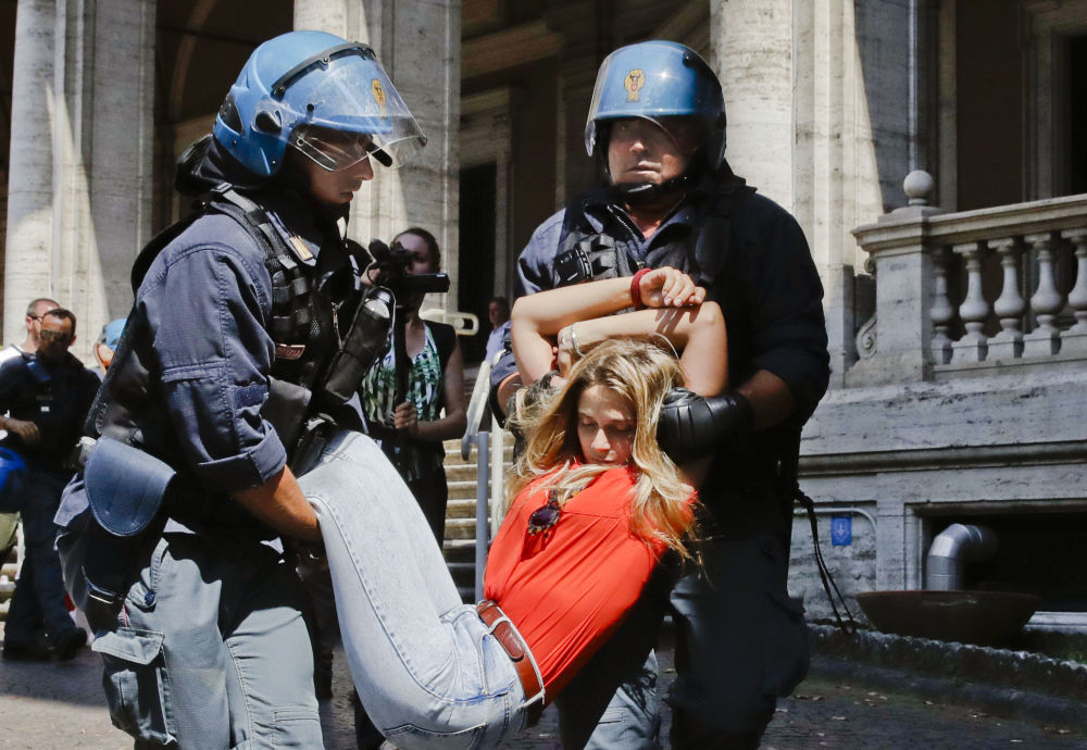 Le proteste a Roma, Italia.