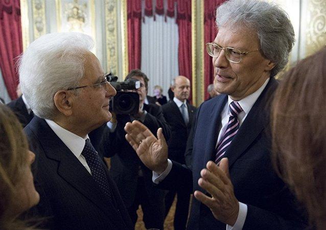 Il presidente della Repubblica Italiana Sergio Mattarella, a sinistra, e Sergey Razov, ambasciatore della Russia in Italia