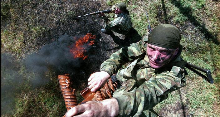 Soldati russi durante le esercitazioni in Tagikistan