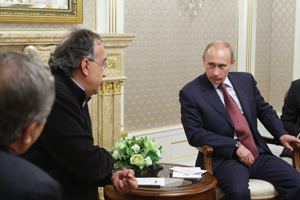 8 ottobre 2009: il maglione di Marchionne a Mosca, per la firma della joint venture CNH-Kamaz