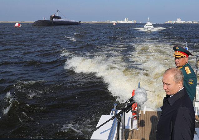 Il presidente russo Vladimir Putin partecipa alle celebrazioni del Giorno della Marina militare russa