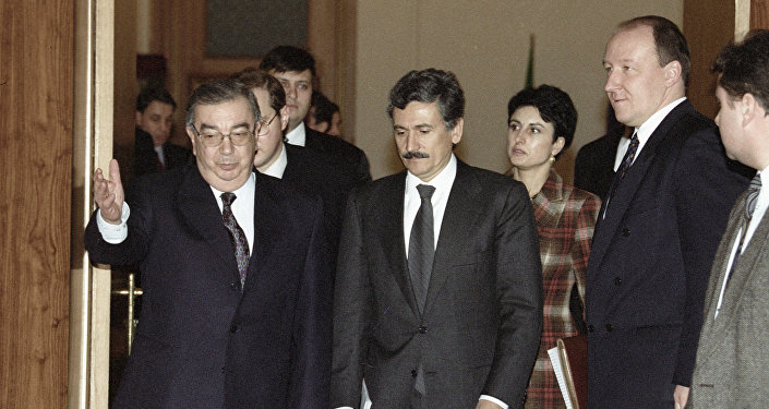 Massimo d'Alema nel 1998 incontra l'allora premier russo Evgeniy Primakov.