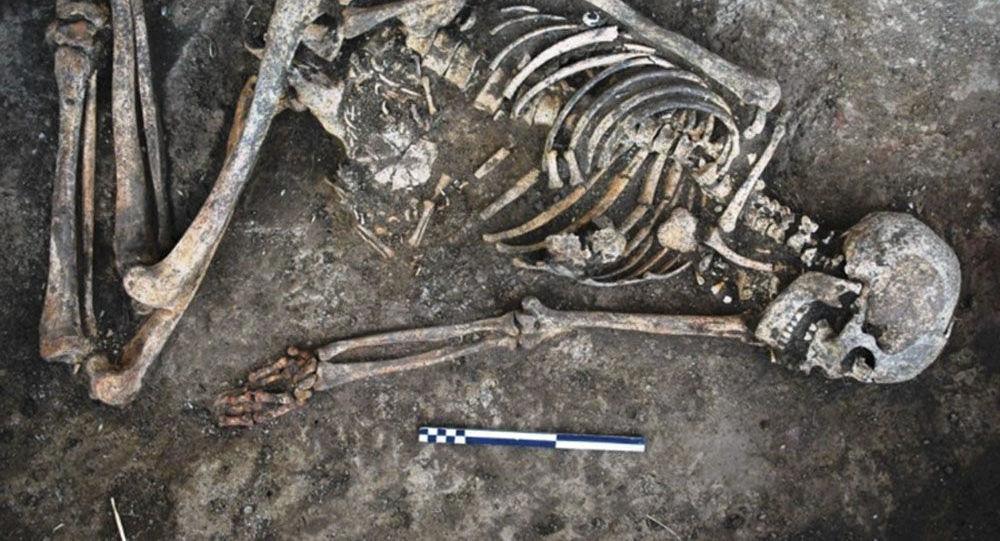 In Ucraina trovato il corpo di una donna con decorazioni sulle ossa