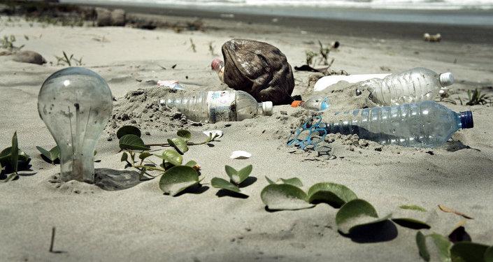 Spazzatura sulla spiaggia