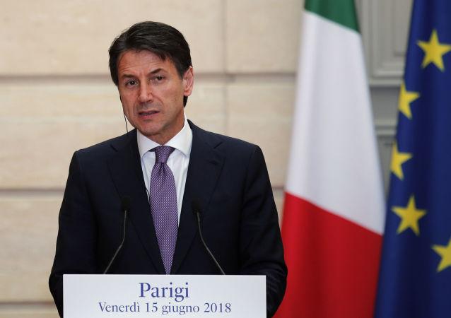 Premier dell'Italia Giuseppe Conte alla conferenza stampa congiunta con Emmanuel Macron