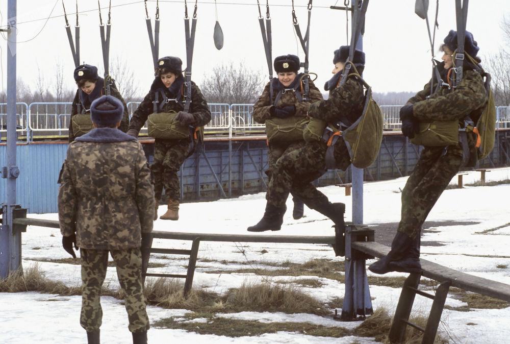 Uomini e donne delle truppe aviotrasportate russe