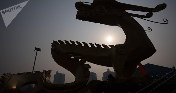La scultura di un dragono a Pechino