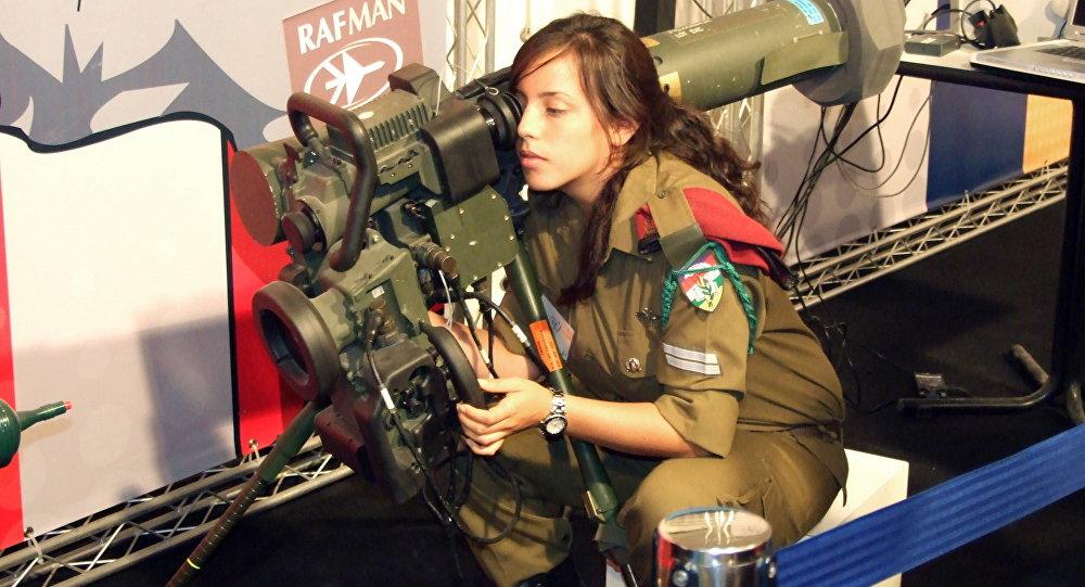 Donna soldata israeliana