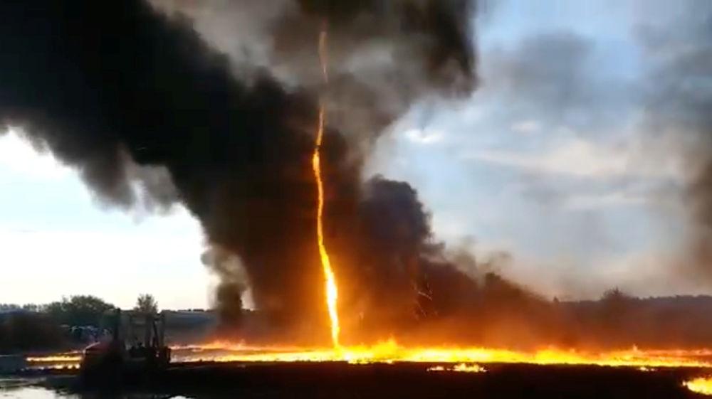 Vortice di fuoco al villaggio Woodville, Inghilterra.