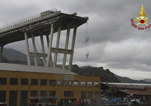 Il ponte Morandi a Genova dopo il crollo di una parte del viadotto