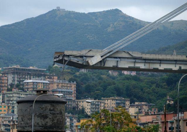 Genova, il ponte crollato
