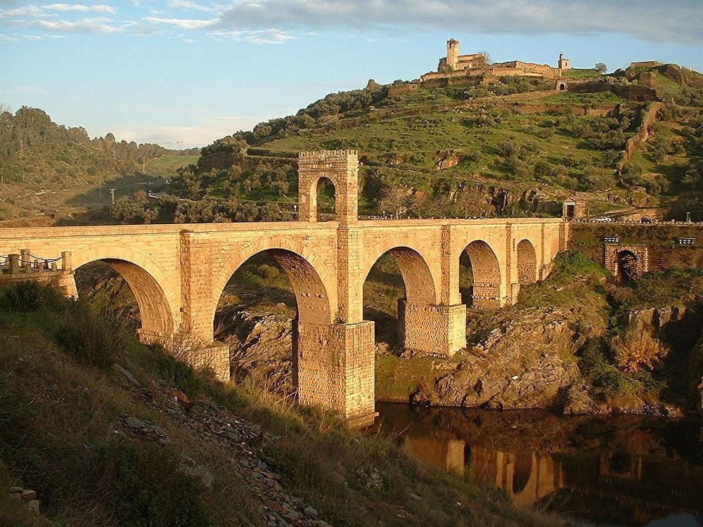 Il ponte di Alcantara, sul fiume Tago in Spagna