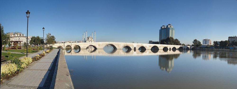 Taşköprü, il Ponte di Pietra ad Adana in Turchia