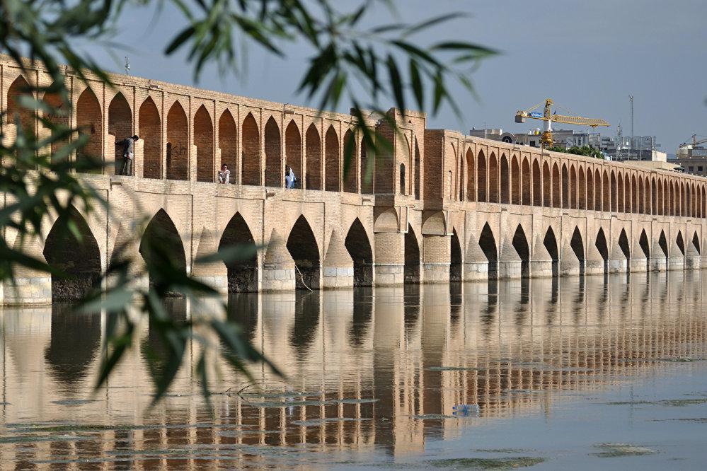 Il ponte Sio-o-se Pol, ad Esfahan in Iran