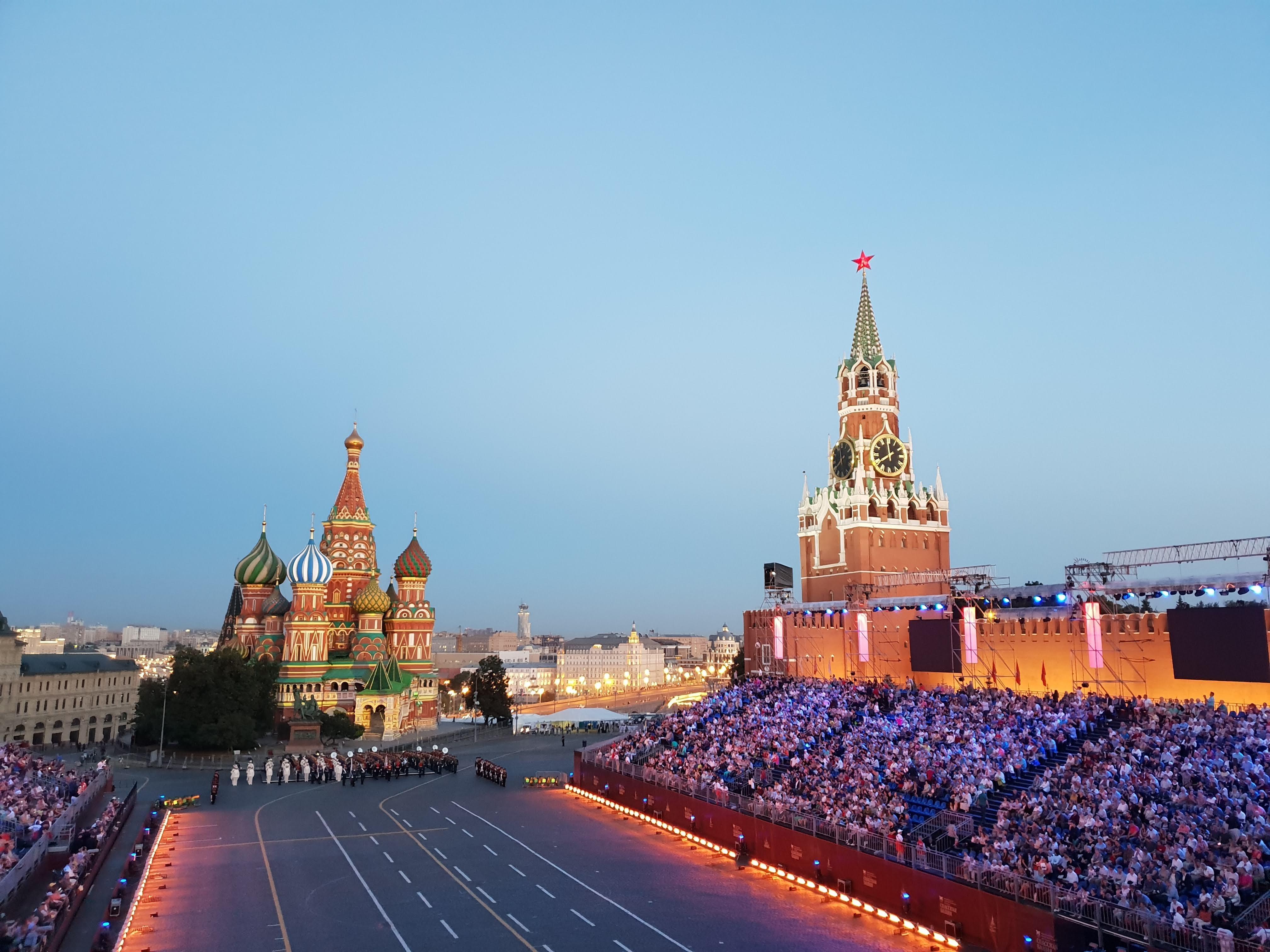 La Piazza Rossa all'inizio del festival Torre Spasskaya 2018