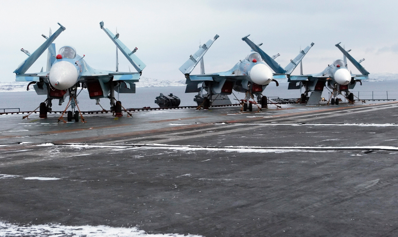 I caccia pesanti Su-33