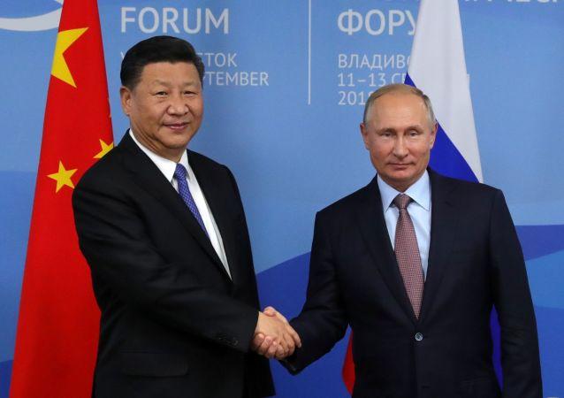 Vladimir Putin con Xi Jinping