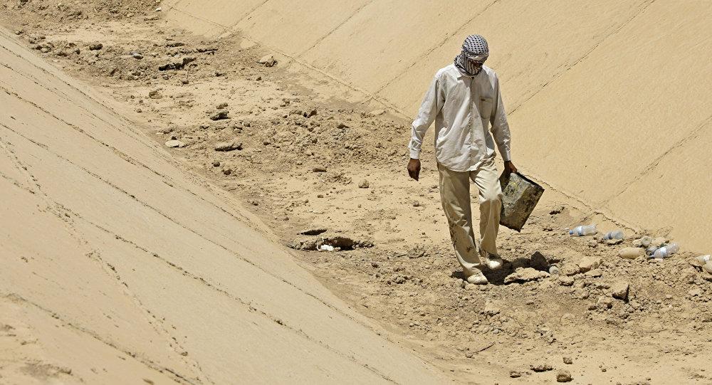 Un canale prosciugato in Iraq