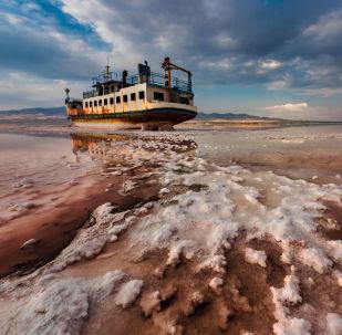 Foto 'End Floating (fine della navigazione)' dell'iraniano Saeed Mohammadzadeh - vincitore del concorso Environmental Photographer of the Year 2018