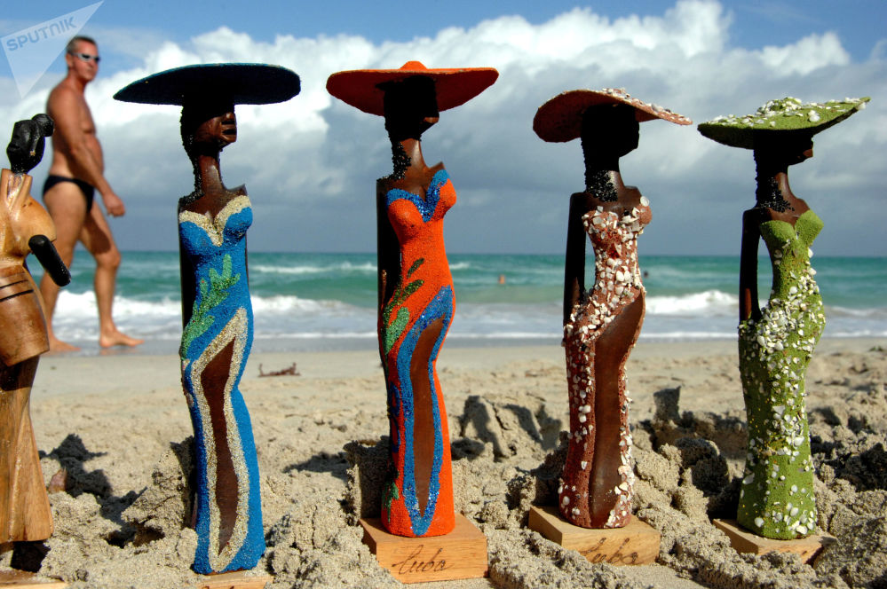 Vendita di souvenir sulla spiaggia di Varadero, Cuba