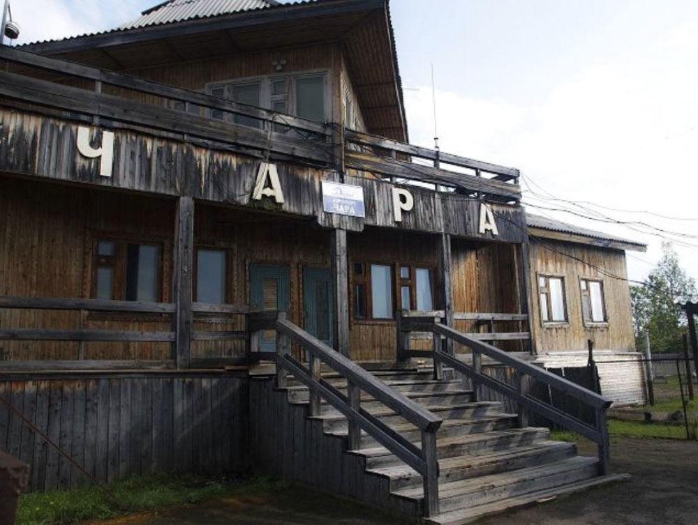 Edificio in legno dell'aeroporto del villaggio di Ciara - zona Baikal