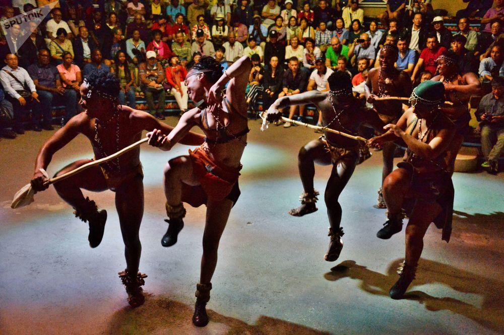 La danza della tribù sudafricana, Pretoria, Sudafrica.