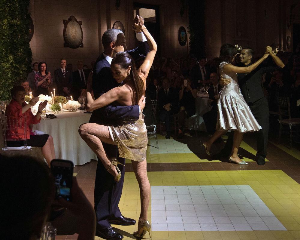 Il Presidente USA Barack Obama balla un tango al ricevimento del centro Kirchner di Buenos Aires