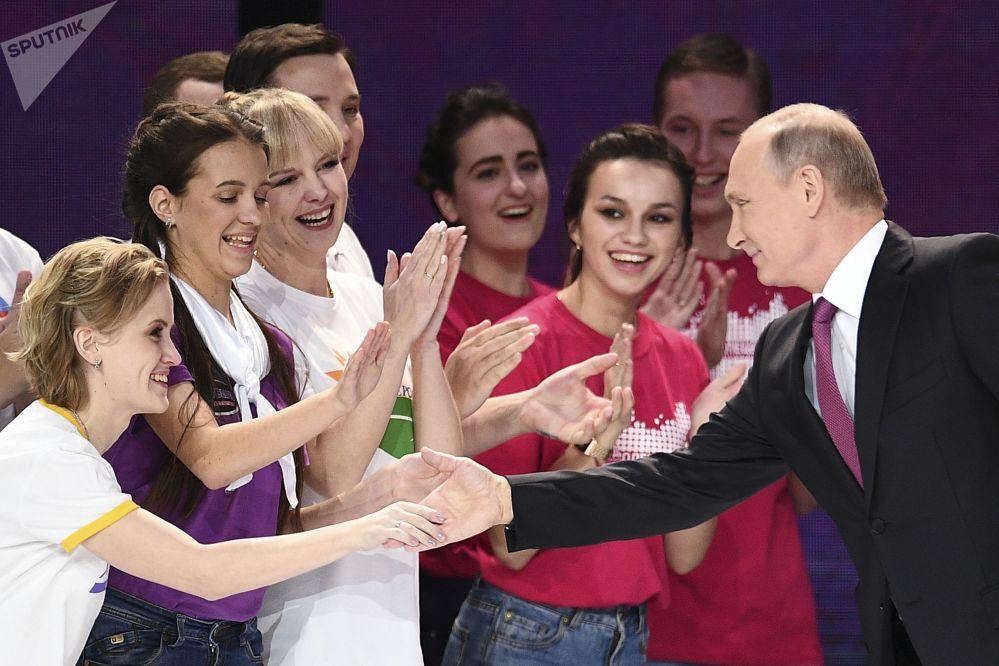 Putin alla cerimonia di premiazione del premio volontario Russia-2017 al Palazzetto dello Sport Megasport a Mosca