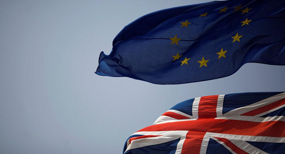 Le bandiere britannica e UE
