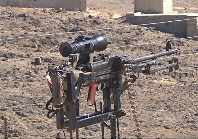 Ingegnere siriano inventa sistema di difesa automatico dotato di mitragliatrice russa