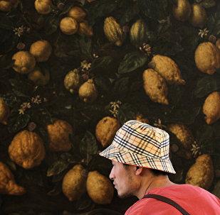 Un uomo cinese nel padiglione italiano all'EXPO 2010