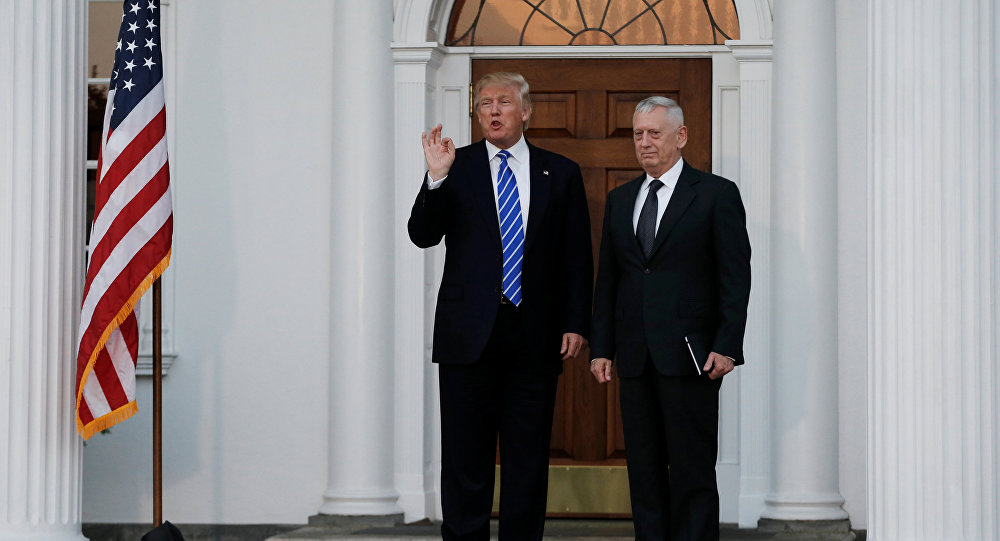 Il presidente Donald Trump e James Mattis
